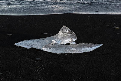 Photograph - Ice On Glacier Beach by Tom Singleton