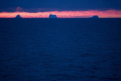 Baffin Island Photograph - Icebergs On The Distant Horizon by Pete Ryan