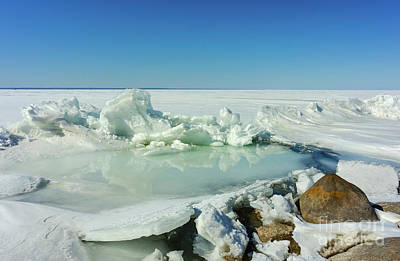 Photograph - Icy Sculptures On Lake Simcoe by Les Palenik
