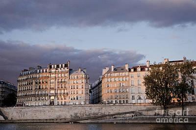 Ile St Louis Photograph - Ile Saint Louis Paris Sunset by Ivy Ho