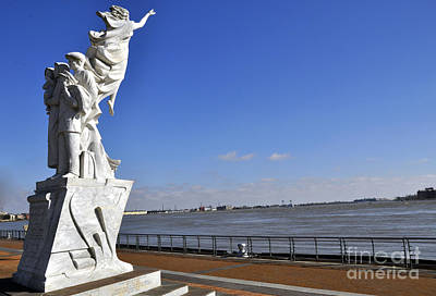 Photograph - Immigrant Statue by Andrew Dinh