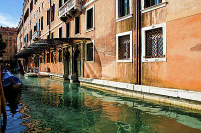 Photograph - Impressions Of Venice - An Elegant Palace Basking In The Sunlight by Georgia Mizuleva