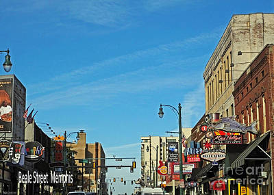 Photograph - In The Middle Of Beale Street Memphis by Lizi Beard-Ward