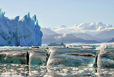 Photograph - In The Patagonian Fjords by Alan Toepfer