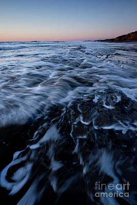 Central Oregon Coast Photograph - Incoming Waves by Masako Metz