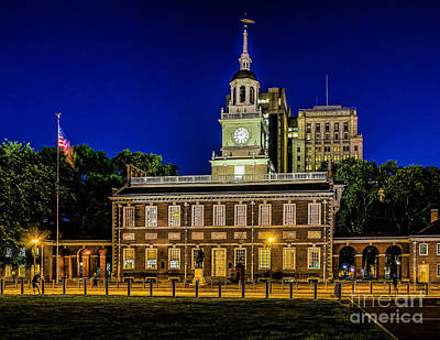 Independence Hall At Night Art Print by Nick Zelinsky