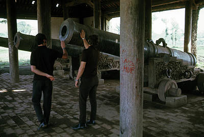 Photograph - Inspecting The Cannons In Hue by Robert Holden