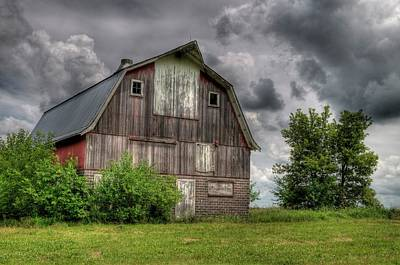 Photograph - Iowa Barn by Dave Rennie