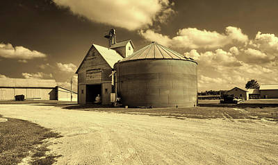 Iowa Farm Photograph - Iowa Farm Scene by Mountain Dreams