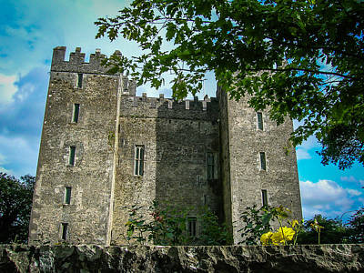 Photograph - Ireland's Bunratty Castle by James Truett