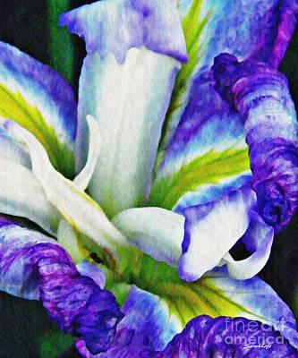 Photograph - Iris 10 by Sarah Loft