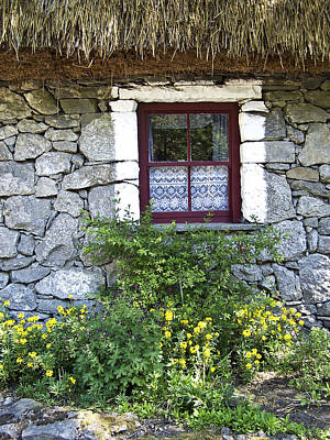 Charming Cottage Photograph - Irish Cottage Window County Clare Ireland by Teresa Mucha