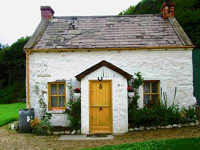 Photograph - Irish Cottage With A Yellow Door by Stephanie Moore