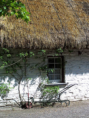 Charming Cottage Photograph - Irish Farm Cottage Window County Cork Ireland by Teresa Mucha