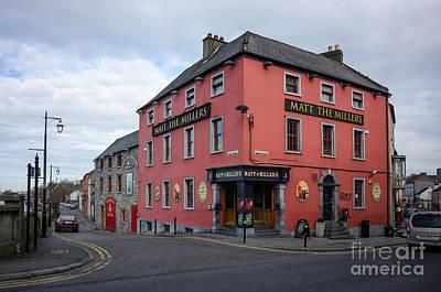 Photograph - Irish Pub by Les Palenik