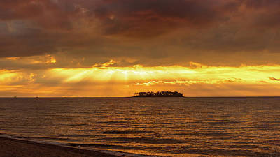 Munroe Photograph - Island Light by Simmie Reagor