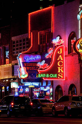 Que Photograph - Jacks Bar-b-que In Downtown Nashville, Tennessee by Timothy Wildey