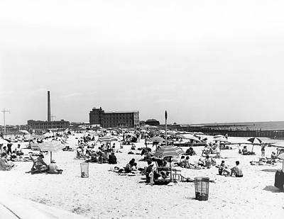 Photograph - Jacob Riis Park Beach by Underwood Archives