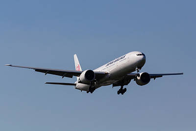 Airlines Photograph - Japan Airlines Boeing 777 by David Pyatt