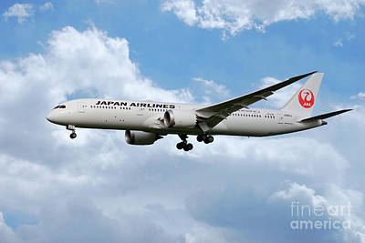 Boeing 787 Dreamliner Digital Art - Japan Airlines Boeing 787 Dreamliner by J Biggadike