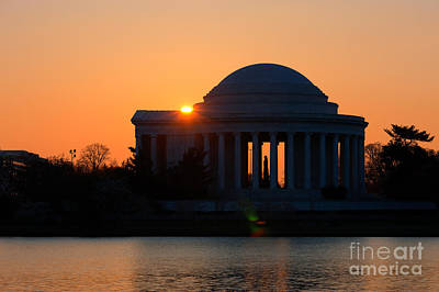 Washington Monument Photograph - Jefferson Memorial At Sunrise by Clarence Holmes
