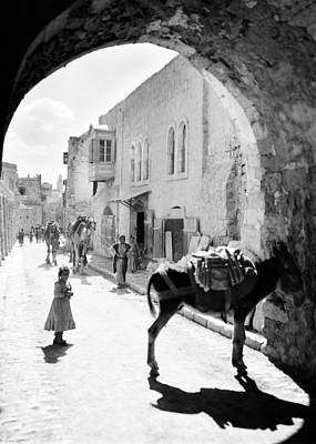 Photograph - Jerusalem Street In 1914 by Munir Alawi