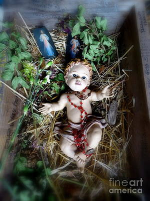 Photograph - Jesus In Crib by Ed Weidman