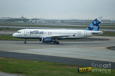 Photograph - jetBlue Airways Jet N590JB Arriving Hartsfield-Jackson Atlanta International Airport Art by Reid Callaway