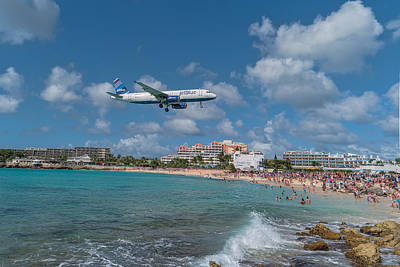 jetBlue at St. Maarten Art Print by David Gleeson