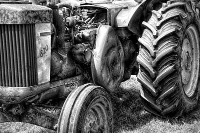 Photograph - John Deere 820 by Sherman Perry