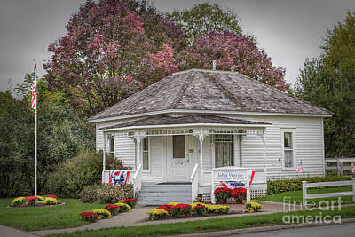 Photograph - John Wayne Birthplace by Lynn Sprowl