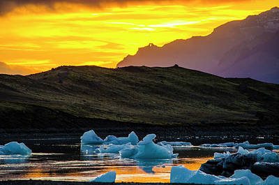 Photograph - Jokulsarlon Sunset 3 by Deborah Smolinske