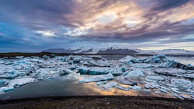 Photograph - Jokulsarlon Sunset by James Billings