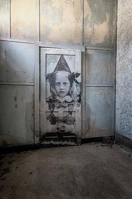 Photograph - Jr On The Door by Tom Singleton
