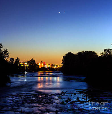 Jupiter And Venus Over The Willamette River In Eugene Oregon Art Print