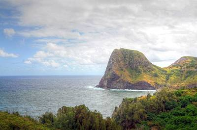 Photograph - Kahakuloa Head by Richard Omura