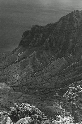Photograph - Kalalau Valley - Kalalau Lookout 02 - Sfx 200 Bw - Kauai, Hawaii by Pamela Critchlow