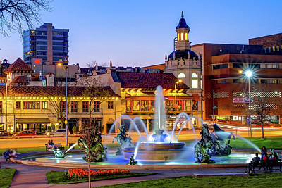 Photograph - Kansas City Plaza - Jc Nichols Fountain At Dusk by Gregory Ballos