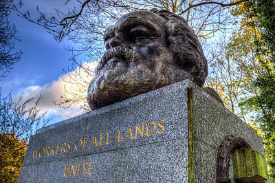 Karl Marx Photograph - Karl Marx Memorial Statue Highgate London by David Pyatt