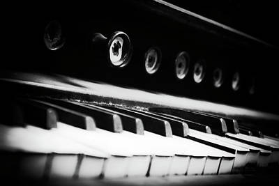 Pump Organ Photograph - Keys Of Old by Scott Wyatt