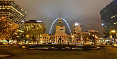 Kiener Plaza And The Gateway Arch Art Print