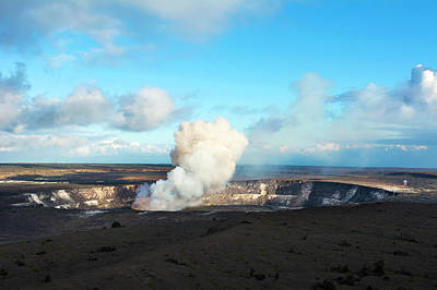 Photograph - Kilauea Volcano Erupting by Joe Belanger