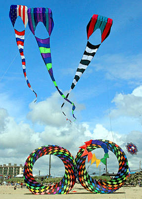 Kite Festival At Lincoln City Oregon Art Print by Margaret Hood
