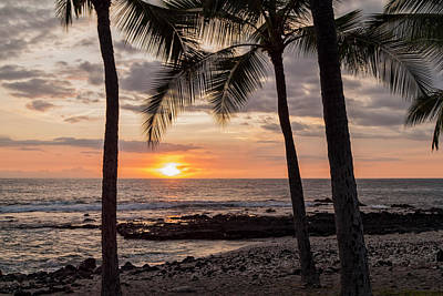 Ocean Sunset Photograph - Kona Sunset by Brian Harig