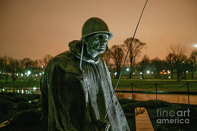 Photograph - Korean War Soldier Memorial 9466 by Doug Berry