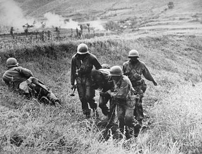 Photograph - Korean War: Wounded, 1950 by Granger