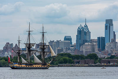 Philadelphia Skyline Photograph - L Hermione Philadelphia Skyline by Terry DeLuco