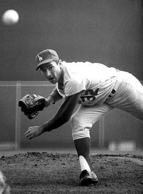 Baseball Glove Photograph - L.a. Dodgers Pitcher Sandy Koufax, 1965 by Everett
