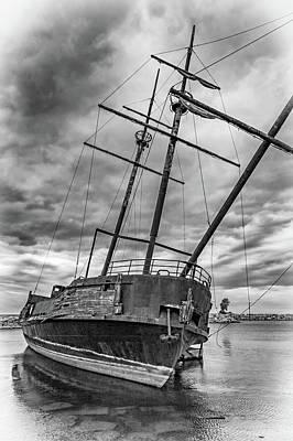 Niagara Beach Photograph - La Grande Hermine 2 - Vignette by Steve Harrington