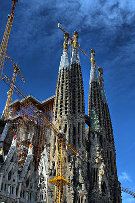 La Sagrada Familia By Antonio Gaudi Art Print by Farol Tomson